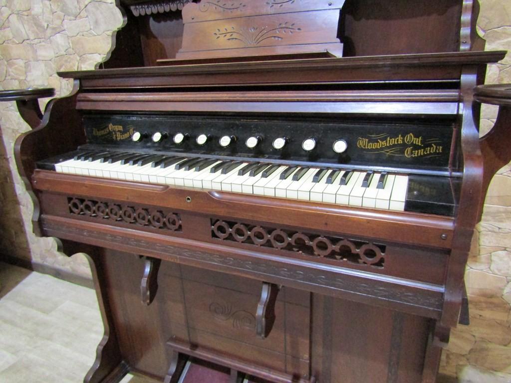 ARMONIO THOMAS ORGAN & PIANO CO.