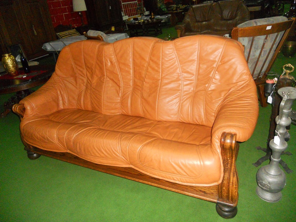 CONJUNTO DE SOFA PIEL Y ROBLE  COLOR CAMEL   3 + 1 + 1    H-7/6